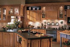 Expert advice on how to buy new kitchen cabinets, including help with types and sizes, materials, judging quality, and where to buy kitchen cabinets. Wood Kitchen, Kitchen Countertops, Kitchen Cabinet Styles, New Kitchen, New Kitchen Cabinets, Clean Kitchen Cabinets, Kitchen Cabinet Plans, Oak Cupboard, Oak Kitchen