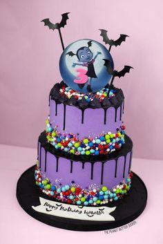 The most original Vampirina birthday cakes - Cake Decorating Dıy Ideen 4th Birthday Cakes, 4th Birthday Parties, Birthday Ideas, Birthday Cake Decorating, Birthday Party Decorations, Halloween Cakes, Occasion Cakes, Girl Cakes, Party Cakes