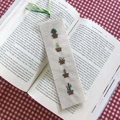 Take a look at this remarkable photo - what an imaginative innovation Cactus Cross Stitch, Cross Stitch Borders, Cross Stitching, Cross Stitch Embroidery, Cross Stitch Patterns, Cross Stitch Bookmarks, Hand Embroidery Patterns, Blackwork Patterns, Mark Cross