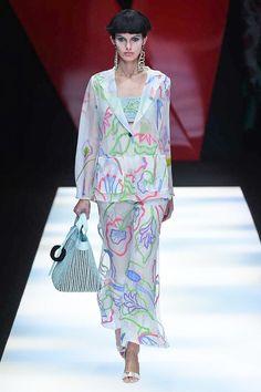 Giorgio Armani Spring 2018 Ready-to-Wear  Fashion Show - Giulia Manini