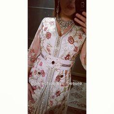 Magnifique lebsa créé spécialement pour une mariée en France 👌💅💍 Rien de mieux qu une robe simple, raffinée et élégante pour célébrer son mariage 💘    Instagram : @Sherikacaftan   Snapchat : Sherika caftan   Page Facebook : Sherika caftan Officiel   #sherikacaftan #caftan #luxury #mariage #hautecouture #caftandentelle #Maroc #caftanmarocain #takchita #caftanmoderne #leilahadioui #lebsa #France #Dubaï #Koweit #caftan2017