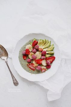 100 KITCHEN STORIES: Matcha Chia Pudding with Avocado, Banana, Red Berries & Bee Pollen