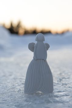 Lumikello Enkeli (Snowdrop Angel) belongs to magnificent Studio ceramics designed by Anu Pentik. The idea of Pentik Studio collection is to bring hand-made and durable ceramic art to homes. Made in Posio, Lapland, Finland. Ceramic Design, Ceramic Art, Lapland Finland, Angel Decor, Christmas 2017, Home Art, Hand Painted, Homes, Candles