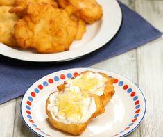 Burgonyás lángos sajttal és tejföllel Recept képpel - Mindmegette.hu - Receptek Bologna, Mashed Potatoes, Cauliflower, Hamburger, Cupcake, Paleo, Cheese, Vegetables, Ethnic Recipes