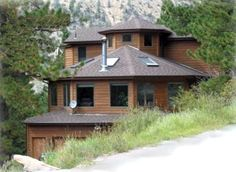 Saxon Mountain Retreat is a quiet and secluded guest house that provides a cozy atmosphere with DirecTV in every bedroom. The home is wonderfully decorated to make visitors feel comfortable. Just arrive, unpack, and enjoy! Vacation Rental Sites, Dream Vacations, Colorado Resorts, Front Range, Cabin Rentals, Places To Travel, Ideal Home, House Styles, Denver