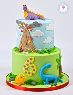 Dinosaur Themed Birthday Cake 07917815712 www.facebook.com/fancycakeslinda www.fancycakesbylinda.co.uk