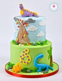 Dinosaur and volcano cake Dinosaur Birthday Cakes, Themed Birthday Cakes, Dinosaur Dinosaur, Dinosaur Party, Dinasour Cake, Dino Cake, Just Cakes, Cakes For Boys, Fancy Cakes