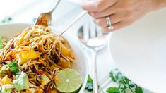 5 easy (and delicious) school night dinner recipes to make life easier Night Dinner Recipes, Food To Make, Healthy Eating, School, Ethnic Recipes, Easy, Dinners, Life, Eating Healthy