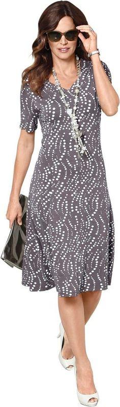 Lady Jersey-Kleid mit Herz-Ausschnitt ab 49,99€. Jersey-Kleid mit leicht schwingendem Rock, Viskose, Elasthan, Figurumschmeichelnde Form bei OTTO