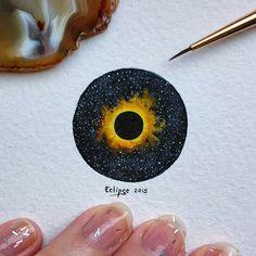 """Начало маленького творческого проекта """"Tiny pieces of Life"""" , который уже давно зрел в моем сознании.  Все те """"мелочи"""", синтезом которых является наша жизнь. И пусть каждый день будет повод для улыбки и осмысления. И полное солнечное затмение положит начало этому пути. (28mm x 29mm) #solareclipce #eclipse #painting #art #watercolor #затмение #солнце #акварель #миниатюра #рисунок #minimalism"""