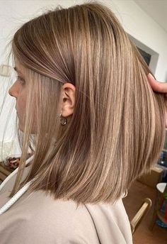 Blonde Hair Looks, Brown Blonde Hair, Balayage Hair Light Brown, Brown Hair Inspo, Caramel Hair With Blonde Highlights, Short Light Brown Hair, Black Hair, Caramel Hair Colors, Brown Highlighted Hair