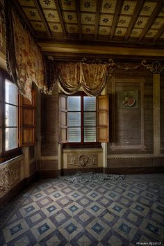 Beauty Waiting Patient - Abandoned Villa - Abandoned Building I would love to be able to bring back an old beauty and live in it.