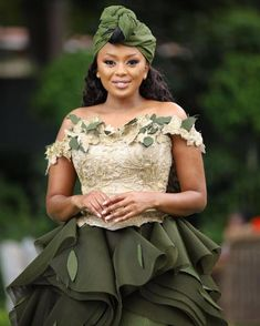 2020 AFRICA WEDDING DRESSES is obviously new but worth being part of the new trend, it is easy to replicate as long as you have a good designer Sepedi Traditional Dresses, African Traditional Wedding Dress, Wedding Dress Trends, Wedding Outfits, Wedding Gowns, Igbo Wedding, Conservative Fashion, African Fashion, African Outfits