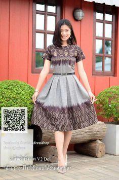 Myanmar Traditional Dress, Thai Traditional Dress, Traditional Fashion, Frock Fashion, Batik Fashion, Fashion Dresses, Model Dress Batik, Batik Dress, Mode Batik
