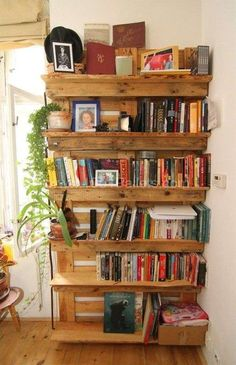 IMG 9272 Pallets as the only base for your apartment decoration in pallet home decor pallet kitchen pallet bedroom ideas p. Creative Bookshelves, Bookshelf Design, Pallet Bookshelves, Bookcases, Palette Bookshelf, Pallet Shelves Diy, Bookshelf Diy, Pallet Cabinet, Pallet Home Decor