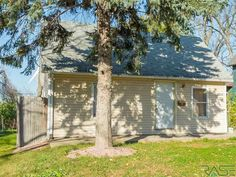 Property 1004 E 1st St, Sioux Falls , 57103 has 4 bedrooms, 1.0 bathrooms with  square feet.