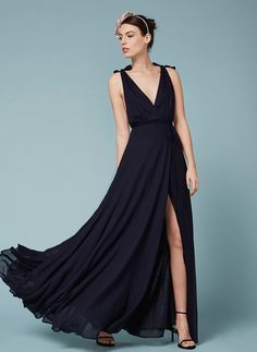 Looking for stylish bridesmaid dresses that your bridesmaids would definitely wear again? This Reformation dress is a great option.