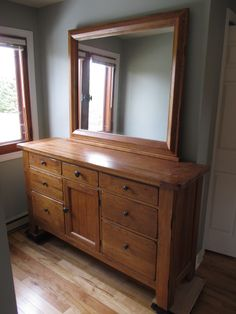 BROYHILL ATTIC HEIRLOOMS OAK VANITY DRESSER Estate sale from incredible Cumberland home – 1580 Stackhouse Court, Cumberland ON. Sale will take place Saturday, May 2nd 2015, from 8am to 4pm. The closest major intersection is Highway 174 & Old Montreal Road. Visit www.sellmystuffcanada.com to view photos of all available items and full sale description!