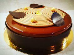 Entremet Chocolat / Vanille / Noisette Il se compose: - Mousse onctueuse chocolat au lait 40% et noir 65%. - Crémeux mascarpo...