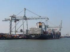 Hoeveel vervoersdocumenten worden per dag gecontroleerd in de Rotterdamse haven.