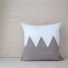 One left of this style. 100% linen. 40x40cm. On sale in the shop!