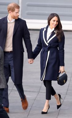 Prince Harry Photos - Prince Harry and Meghan Markle visit Birmingham on March 2018 in Birmingham, England. - Prince Harry And Meghan Markle Visit Birmingham Prinz Harry Meghan Markle, Harry And Megan Markle, Megan Markle Prince Harry, Prince Harry And Megan, Harry And Meghan, Meghan Markle Stil, Meghan Markle Photos, Princess Meghan, Prince Harry