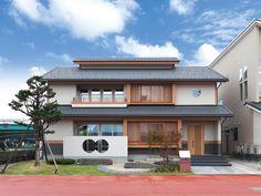 Modern Japanese Architecture, Japanese Buildings, Architecture Design, Japan Modern House, Japan House Design, Japanese Living Rooms, Japanese House, House Extension Design, Thai House