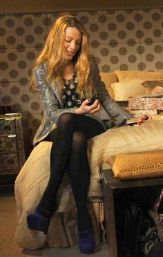 She's wearing: * L'Agence Foil blazer * Collette Dinnigan skirt (spring 2010) * Yves Sain Laurent Palais d'Orsay pumps  Accessories: * Henri Bendel necklace