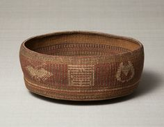 Short cylindrical basket with colored rush design on the side. Joseon Dynasty, 19th century.  Joseon. rush. 12.8×34.0 cm. No.27681
