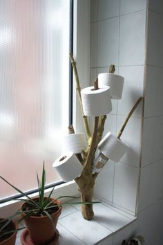Tipps & Tricks für kleine Badezimmer It continues - with a tour of the small rooms. The bathroom is naturally small. To be honest, I personally don't find this disturbing, but all bathing oasis fa Funny Toilet Paper Holder, Toilet Paper Humor, Toilet Roll Holder, Unique Toilet Paper Holder, Toilet Paper Dispenser, Design Your Home, House Design, Tree Interior, Diy Casa