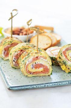 Herbal omelette rolls with salmon + winner of the Boursin promotion! Milk Tea Recipes, Sweet Tea Recipes, Recipes Appetizers And Snacks, Healthy Snacks, English Tea Recipes, Afternoon Tea Recipes, Good Food, Yummy Food, Happy Foods