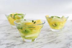 Ensalada de kiwi, melón y piña al aroma de albahaca                                                                                                                                                                                 Más