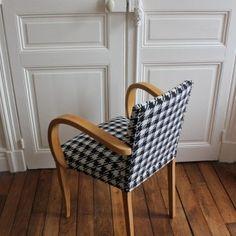 fauteuil bridge années 60 rénové motif pied de poule Armchair, Design, Furniture, Home Decor, Armchairs, Home Decoration, Sofa Chair, Decoration Home, Room Decor