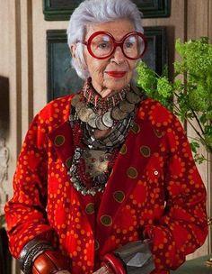 Iris Apfel in Vogue                                                                                                                                                                                 Más