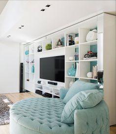 En el Palacio Alcorta, un empresario halló un espacio de 120 m2 ideal para su vida social y personal. Al ser ambientes chicos había que integrarlos y separarlos a la vez; para eso se usaron muebles…