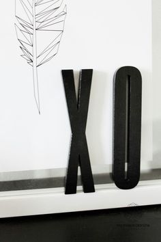 Arne Jacobsen letters Diy Rustic Decor, Rustic Design, Decor Interior Design, Interior Decorating, Lettering Design, Design Letters, Design Palette, Arne Jacobsen, Black And White Design