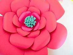 Paper flowers are such a thing right now. They are gorgeous, on-trend and spectacular to look at. I'm honored to have Abbi, from Mama's Gone Crafty, here today to share her DIY giant pa…