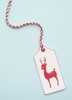 round up of FREE holiday tags and labels-  very cute.  Also, nice Valentines.