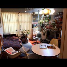 Hiroshiさんの、部屋全体,観葉植物,イームズ,雑貨,ミッドセンチュリー,コレクション,のお部屋写真 Small Room Decor, Small Room Bedroom, Home Bedroom, Living Room Decor, Living Spaces, Bedroom Decor, Small Rooms, Small Apartments, Japanese Interior