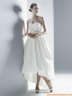 Robe asymétrique en satin décorée de plis et de fleurs robe de mariée pas chère