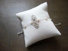 Bracelet mariage style retro perles swarovsky avec estampe ajourée argentée : Bracelet par les-bijoux-d-aki