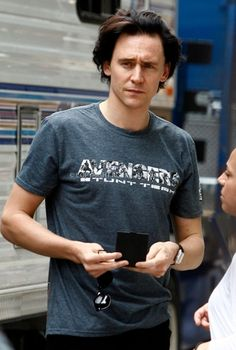 Casual Tom with Loki hair *swoon* AND he's got the Avengers t-shirt... ;)