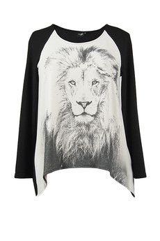 tunika z dzianiny z nadrukiem w postaci lwa. Jeśli boisz się zbyt odważnych kolorów a chcesz mieć bluzkę z topowym w tym sezonie zwierzęcym printem to może ona jest właśnie dla Ciebie. bocco.pl
