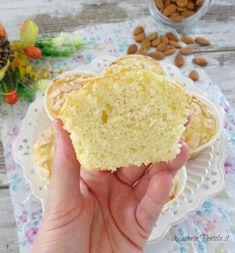 Muffin alle mandorle - Ricetta con farina di mandorle Il Cuore in Pentola Almond Muffins, Vanilla Cake, Cupcake, Desserts, Food, Tailgate Desserts, Deserts, Cupcakes, Meals