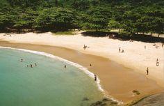 Praia dos Padres é uma tantas atrações naturais de Guarapari (ES) ©mrdoctor Leia mais em http://www.momondo.com.br/inspiracao/destinos-baratos-brasil-2016/#00LPE9v0RHVre6H5.99