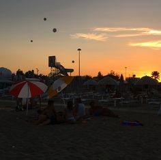 Riccione, estate 2017 Estate, Amazing Places, Opera House, The Good Place, Celestial, Sunset, Building, Travel, Outdoor