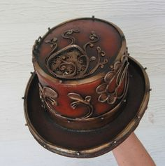 Sublime top hat with cameo