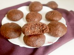 Gourmet cookies with hazelnuts & vegan cocoa no butter no gluten low in FODMAPs Biscuit Vegan, Biscuit Sans Gluten, Vegan Biscuits, Lactose Free, Dairy Free, Biscuits Végétaliens, Sweet Recipes, Vegan Recipes, Gourmet Cookies