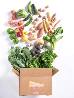 This Produce Delivery Service Wants You to Start Eating the Ugly Vegetables Too - Food Delivery Service - Ideas of Food Delivery Service - Inspiring read in Saveur. This produce delivery service wants you to start eating the Ugly vegetables too! Veggie Box, Vegetable Shop, Vegetable Basket, Grocery Delivery Service, Delivery Food, Vegetable Delivery, Imperfect Produce, Vegetable Packaging, Fruits And Veggies