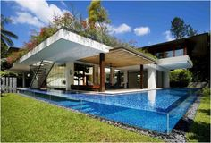 I'm not sure how that pool works but looks great - The Tangga House Singapore by Guz Architects